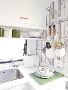 Love the colours, and the little shelf, and the little pots on the wall. The magnetic strip for the knives is a great idea too.