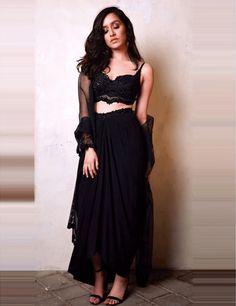 Check out the hot stills of bollywood beauty Shraddha Kapoor from Diwali party Shraddha Kapoor Lehenga, Shraddha Kapoor Cute, Sonakshi Sinha, Bollywood Girls, Bollywood Celebrities, Bollywood Fashion, Bollywood Dress, Dress Indian Style, Indian Dresses