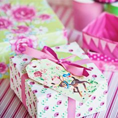 Fold your own paper boxes for gift wrapping. Easy tutorial. (in Swedish and English)