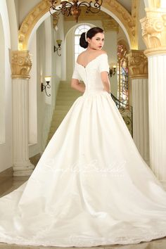 Old Hollywood wedding dresses made the list of our favorite 2014 Fall wedding gown trends #2014 #fall #wedding #dress
