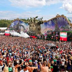 Take me back NOW to @TomorrowLand! #fbf  #festivalgear