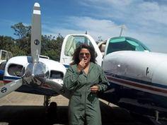 Polícia Civil do Distrito Federal (PCDF). Primeira mulher piloto da Polícia Civil  estreia com voo para Goiânia, Agente Adriane Freitas, há 23 anos na PCDF, fez treinamento de 6 meses. Primeiro voo da piloto tem duração de 30 minutos, no avião Baron 58. http://desastresaereosnews.blogspot.com.br/2012_03_07_archive.html
