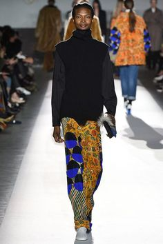 Dries Van Noten Fall 2017 Ready-to-Wear Collection Photos - Vogue    look at the patterns & colors. w0w