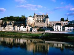 Amboise in France Wallpaper - Download Free Beautiful Places HD Wallpapers in 2880x1800, 2560x1600, 1920x1200 and in all resolution to decorate your PC, Laptop or Phone.