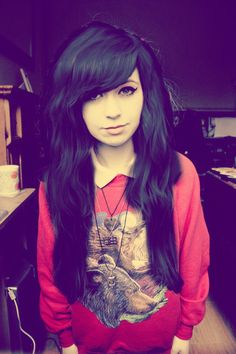 cute hair cut. I love the bangs and the wavyness! Lately I've been obsessed with these Indie-style haircuts