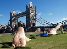 VISIT FOR MORE London Ink Swimmer – This long and high sculptures of a life-like swimmer swimming through the grass was commissioned by London Ink reality TV show. London Ink, Street Art, Guerilla Marketing, Crazy Funny, Wow Art, Art For Art Sake, Outdoor Art, Public Art, Oeuvre D'art