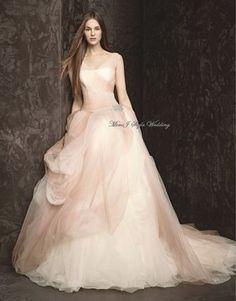 偏光カラーが魅力的♡ふわふわシフォンのグラデーションドレスがロマンティック*にて紹介している画像
