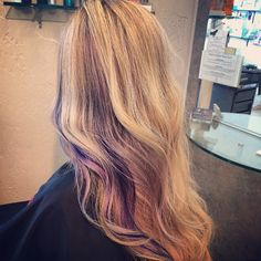 Creative Peek Boo Highlights für Haarfarbe, funkelnde Farbe für lockiges Haar für 2017 Cute Girls Hairstyles, Wedding Hairstyles, Violette Highlights, Curly Hair Styles, Natural Hair Styles, Hair Images, Hairstyle Images, Colored Curly Hair, Hair Styler