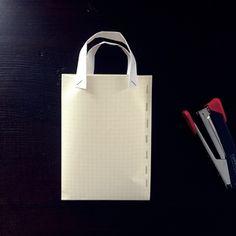 トートバッグの作り方!布一枚あれば完成する簡単レシピ公開 - 手芸のスギサク Paper Shopping Bag, Tote Bag, Sewing, Tutorials, Sewing Tips, Hacks, Bags Sewing, Dressmaking, Couture