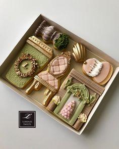 Lorena Rodriguez. Paris cookies. Laduree inspired. Mother's Day cookies . #decoratedcookies #fondantcookies #fondant #ladureeinspired #loveladuree #lorenassweets #lorenarodriguez #lorenarodriguezsaenz #loveparis #ladureecookies #pariscookies #paris #mothersday #mothersdaycookies #latte #lattecookies