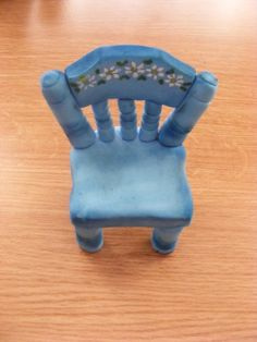 http://www.mijnalbum.nl/Foto-J3MQQBCV-D.jpg...how to make a clay chair! This would be perfect for my little amigurumis!!