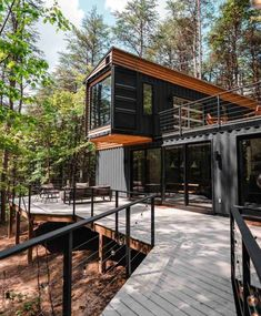 The Box Hop Cabin - USA - Living in a Container Storage Container Homes, Building A Container Home, Container Cabin, Container Buildings, Container Architecture, Container House Design, Tiny House Design, Architecture Design, Cargo Container