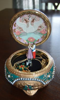 Anastasia music box and necklace. Perfect gift along with a pair of tickets to the Broadway show of Anastasia!