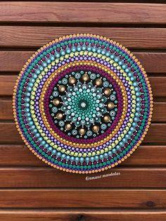 Circle Canvas Mandala #amanomandalas #circlecanvas #mandalacanvas #mandaladesign #etsy #etsyshop #dotillism #puntillismo
