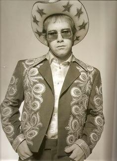 Elton John in Nudie suit, Elton Jon, Elton John Costume, Beatles, Vintage Western Wear, Captain Fantastic, Pose, Star Wars, Entertainment, Glam Rock