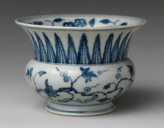 Leys jar with peanut plant, Ming dynasty Chenghua period late century China Porcelain painted in underglaze blue; 3 in.
