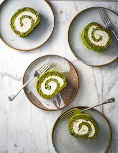 Matcha Swiss Roll Recipe with White Chocolate Check out this easy matcha white chocolate roulade from baker and former GBBO winner Edd Kimber. This light and creamy dessert is a great alternative to the classic Swiss roll and it's less than 350 calories per serving, too