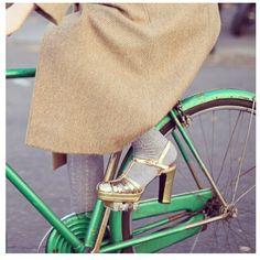 metallic heels+shiny green bike