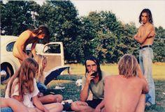 70er Jahre VW Käfer  mit Freaks am Badesee