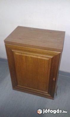 Eladó Polcos alacsony szekrény: Egy polcot tartalmazó szekrény, akár a hálószobába, akár a nappaliba.  Méretei: - 36 cm széles - 31 cm mély - 50,5 magas