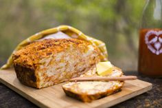 potjie-pot-beer-bread-1 Sarah Graham, Pizza Muffins, Beer Bread, South African Recipes, Snack Recipes, Snacks, Outdoor Cooking, Scones, Cooking Tips