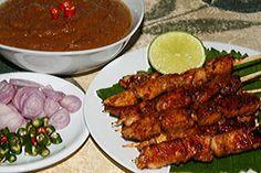 Madurese Chicken Satay Recipe from Indonesia Indonesian Satay Recipe, Indonesian Food, Indonesian Recipes, Nasi Goreng, Sate Ayam, Peanut Sauce Recipe, Tilapia Recipes, Fish Recipes, Indonesia