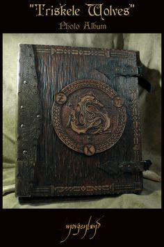 Inspiration for my own book binding 'Triskele Wolves' Photo album by *morgenland on deviantART Handmade Journals, Handmade Books, Journal Covers, Book Journal, Wolf Photos, Cool Books, Magic Book, Celtic Art, Leather Books
