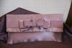 Cartera rosa de raso hecha a mano