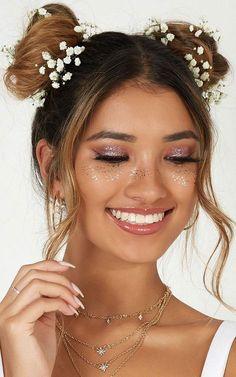 Make Up; Make Up Looks; Make Up Augen; Make Up Prom;Make Up Face; Music Festival Makeup, Festival Makeup Glitter, Music Festival Outfits, Glitter Carnaval, Make Carnaval, Coachella Make-up, Sephora, Concert Makeup, Hippie Makeup