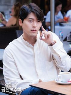 "New photos of Hyun Bin has been revealed for the upcoming drama ""Memories of the Alhambra"" Hyun Bin, Drama Korea, Korean Drama, Asian Actors, Korean Actors, Hyde Jekyll Me, Soul Songs, Netflix, Hot Asian Men"