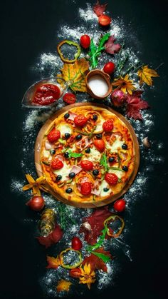 The world's largest deliverable pizza 🍕 has 200 slices and can feed upto people Food Graphic Design, Food Poster Design, Food Design, Amazing Food Photography, Food Photography Tips, Casa Pizza, Pizza Menu Design, Comida Pizza, Pizza Flyer