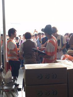 コミケに初参加した西川貴教のサークルに過去最高レベルの2500人の大行列! 凄さがわかる動画