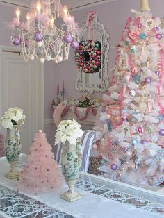 Shabby chic Christmas...so pretty.                                      I love the little pink tree on the table