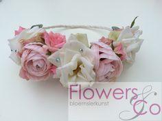 Zomer bruiloft? Wat dacht je van een hippe #bruiloft #flowerhairband #hairflowers #bloemenhaarband. Natuurlijk ook helemaal af te stemmen op uw eigen wensen. Nu te bestellen bij www.flowersenco.nl