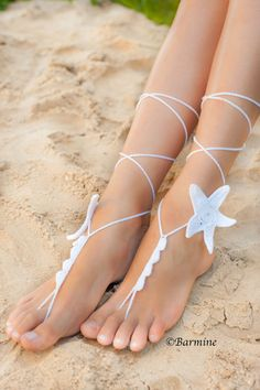 Accessorio bianco Starfish Crochet a piedi nudi sandali-nuziale accessorio-sposa gioielli-spiaggia sposa Stella Marina gioielli-Sandali-spiaggia piscina partito White Starfish Crochet Barefoot Sandals-Bridal von barmine auf Etsy Crochet Barefoot Sandals, Barefoot Shoes, Bride Accessories, Party Accessories, Beach Feet, Beach Pool, Strand Pool, Beach Foot Jewelry, Crochet Bikini Pattern