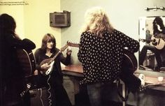 Led Zeppelin. Backstage tuning up