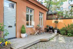 Vid Odenplan mitt i Stockholm ligger detta gårdshus på 44 kvadrat som just nu är till salu. Här kan du se de drömmiga bilderna!