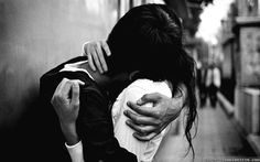 cute couple hug black and white wallpaper