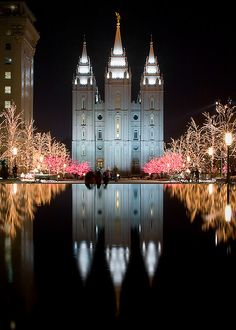 Christmas on LDS Temple Square in Salt Lake City, Utah Mormon Temples, Lds Temples, Angel Moroni, Temple Square, Salt Lake Temple, Temple Pictures, Lds Church, Place Of Worship, Latter Day Saints