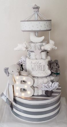 Elephant diaper cake, grey and white, twinkle twinkle little.- Elephant diaper cake, grey and white, twinkle twinkle little star Baby Shower Baskets, Baby Hamper, Baby Shower Diapers, Baby Boy Shower, Baby Shower Nappy Cake, Baby Shower Crafts, Baby Shower Themes, Shower Gifts, Shower Ideas