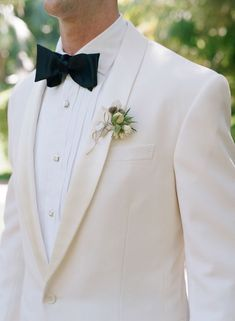 The white tux for the groom Mod Wedding, Wedding Groom, Wedding Suits, Wedding Attire, Dream Wedding, Wedding Tuxedos, French Wedding, Mens Wedding Tux, Wedding Jacket