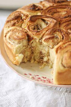 Schnecken-Kuchen mit Haselnuss-Marzipan-Füllung