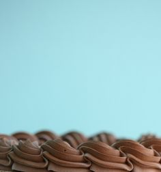 Seidige Ganache - Bake It, Don't Fake It! Frosting Flowers, Fondant Flower Cake, Fondant Baby, Fondant Cakes, Cupcake Cakes, Cupcakes, Frosting Techniques, Frosting Tips, Wilton Tips
