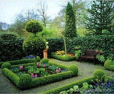 Fifteen Gardening Recommendations On How To Get A Great Backyard Garden Devoid Of Too Much Time Expended On Gardening Small Garden Design: November 2013 Formal Gardens, Small Gardens, Outdoor Gardens, Boxwood Garden, Topiary Garden, Topiaries, Small Garden Design, Garden Landscape Design, Gazebos