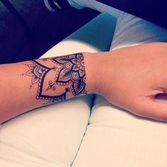 #mandala #mandalatattoo #tattoo  #wristtattoo #instarad #instalove #2prickson5th #luv