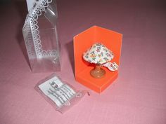 "Bodo Hennig ELECTRIC LAMP MINIATURES Doll House Electrical Table Lamp NIB Flower - This table lamp for your doll house is wired for electrical use. It has a flowered shade on a faux wood base. Measures 2"" tall, or a scale of 12:1 for your doll house. Z"