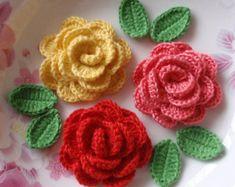 Artículos similares a Romántico collar mano ganchillo rosas-shabby chic-romantic rosas de ganchillo hecho a mano en Etsy