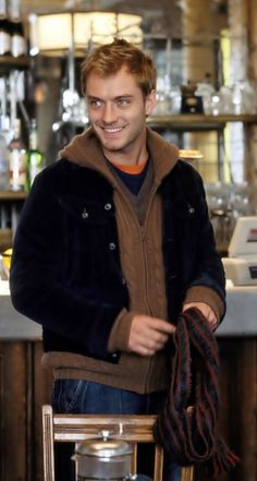 Jude picking up coffee at Starbucks.he's such a sweetheart! This is so adorable:) Beautiful Boys, Gorgeous Men, Beautiful People, Jude Law, Young Pope, Actor Studio, Hey Jude, Ginger Men, Aesthetic People