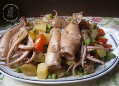 Totani in umido con cipolle, piselli e patate