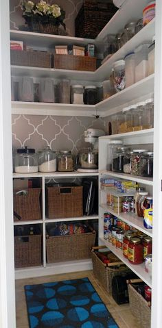 New kitchen pantry makeover paint 45 ideas Pantry Storage, Pantry Organization, Kitchen Storage, Organized Pantry, Pantry Ideas, Pantry Baskets, Wardrobe Storage, Kitchen Shelves, Storage Jars